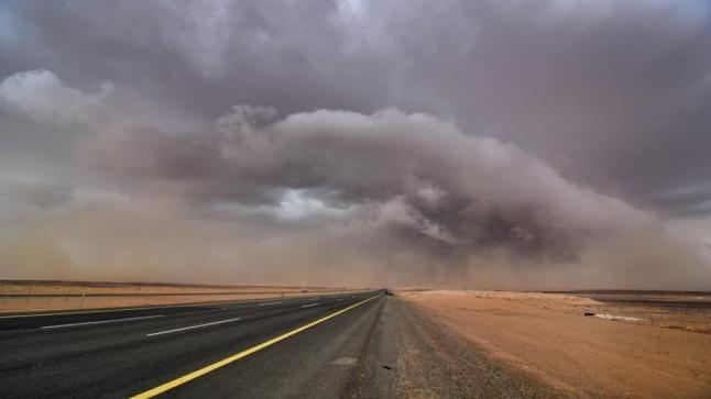 """""""الأرصاد"""" تصدر تنبيهات بأمطار رعدية ورياح نشطة وأتربة مثارة بعدد من المناطق"""