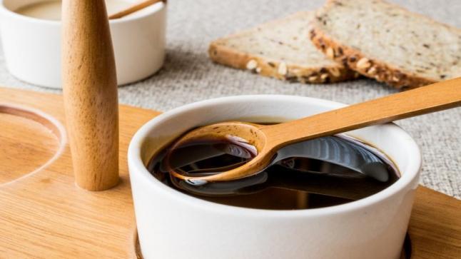 القيمة الغذائية للعسل الأسود وأنواعه