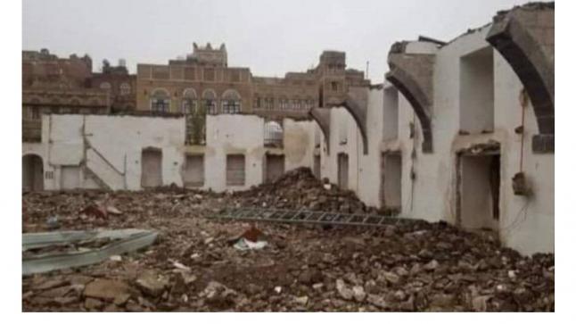 ميليشيا الحوثي الإرهابية تهدم مسجد بناه أحد الصحابة وتسوية الأرض